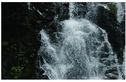 【1位 】絹糸のように清らかに落ちる水流